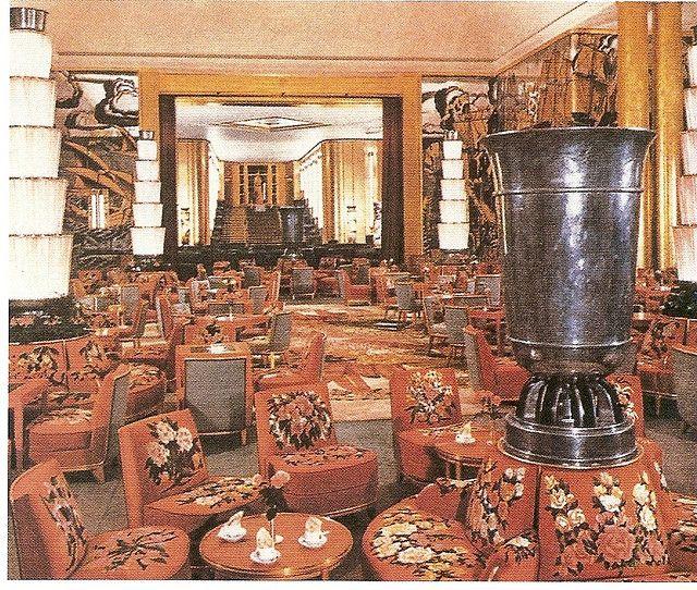 Normandie main lounge
