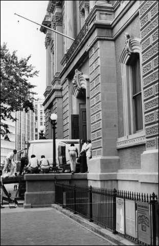 Loewy/Avanti/Smithsonian
