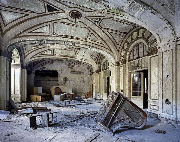 Detroit Decay3