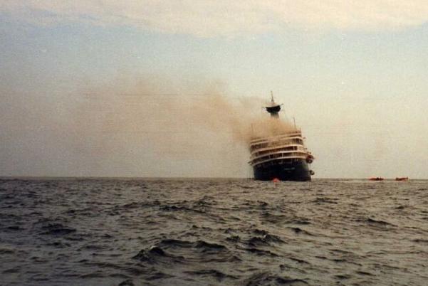 achille-lauro-burning-stern