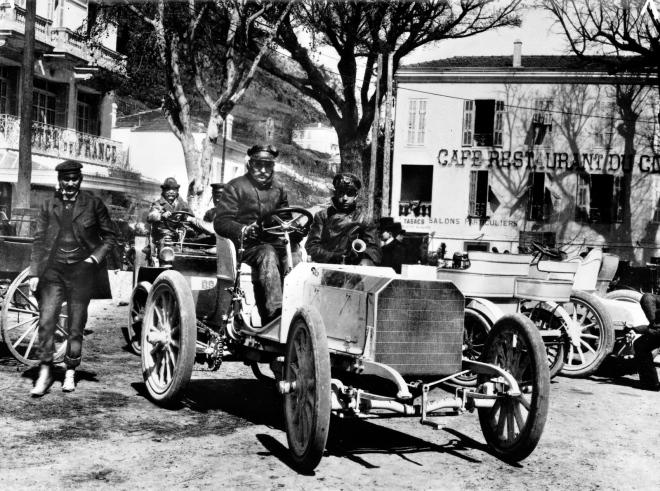 Emil Jellinek prezentuje nový Mercedes 35 HP, Nice, 1901