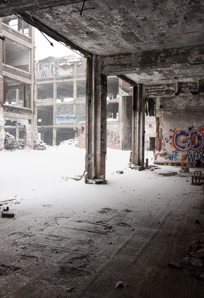 decay-of-the-packard-plant2