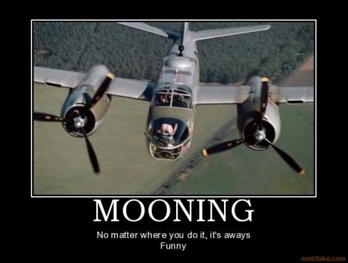 mooning-mooning