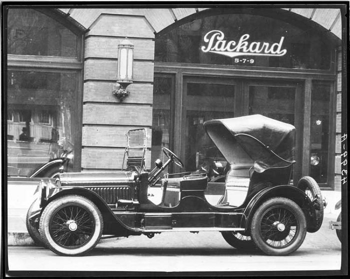 Packard_dealer_twin_six
