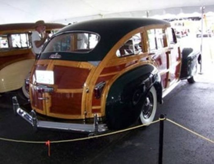 Woody-Chrysler-sedan
