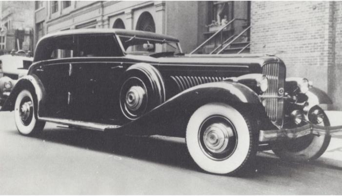 '35 Duesenberg in Harlem