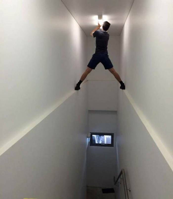 Why Women Live Longer-lightbulb_stairwell