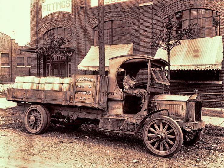 1919-packard-work-truck
