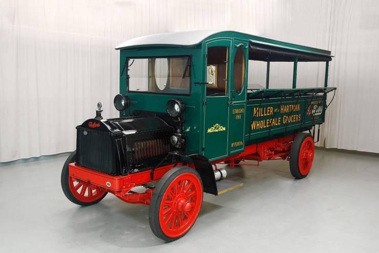 1920_packard_truck