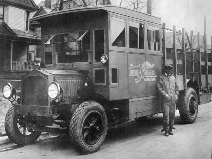 Packard-Goodyear truck