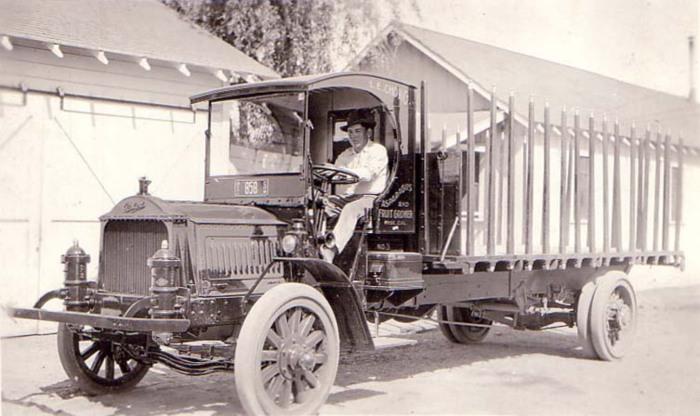 Packard truck-fruit grower