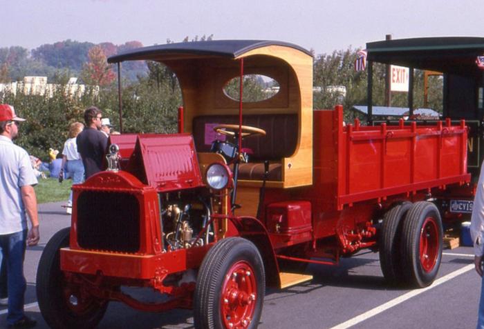 Packard truck-red