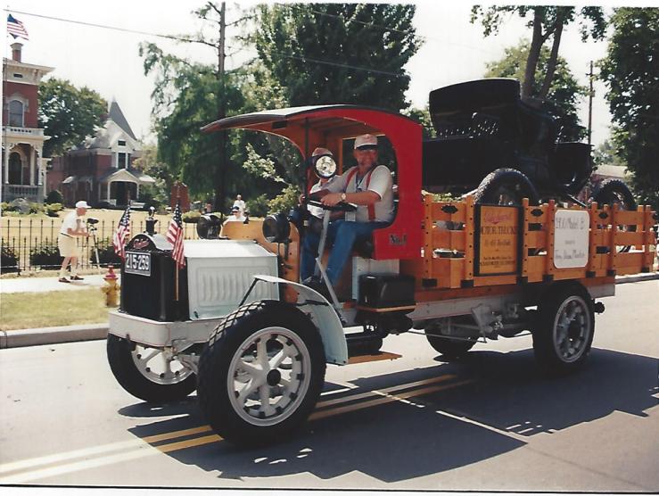1920 Packard truck w:1900 Packard aboard.png