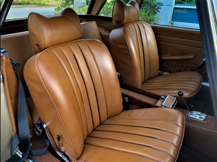 71 Mercedes-Benz 280 SL - seats