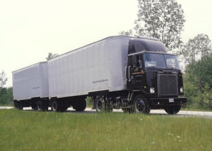 Kenworth Bullnose - UPS